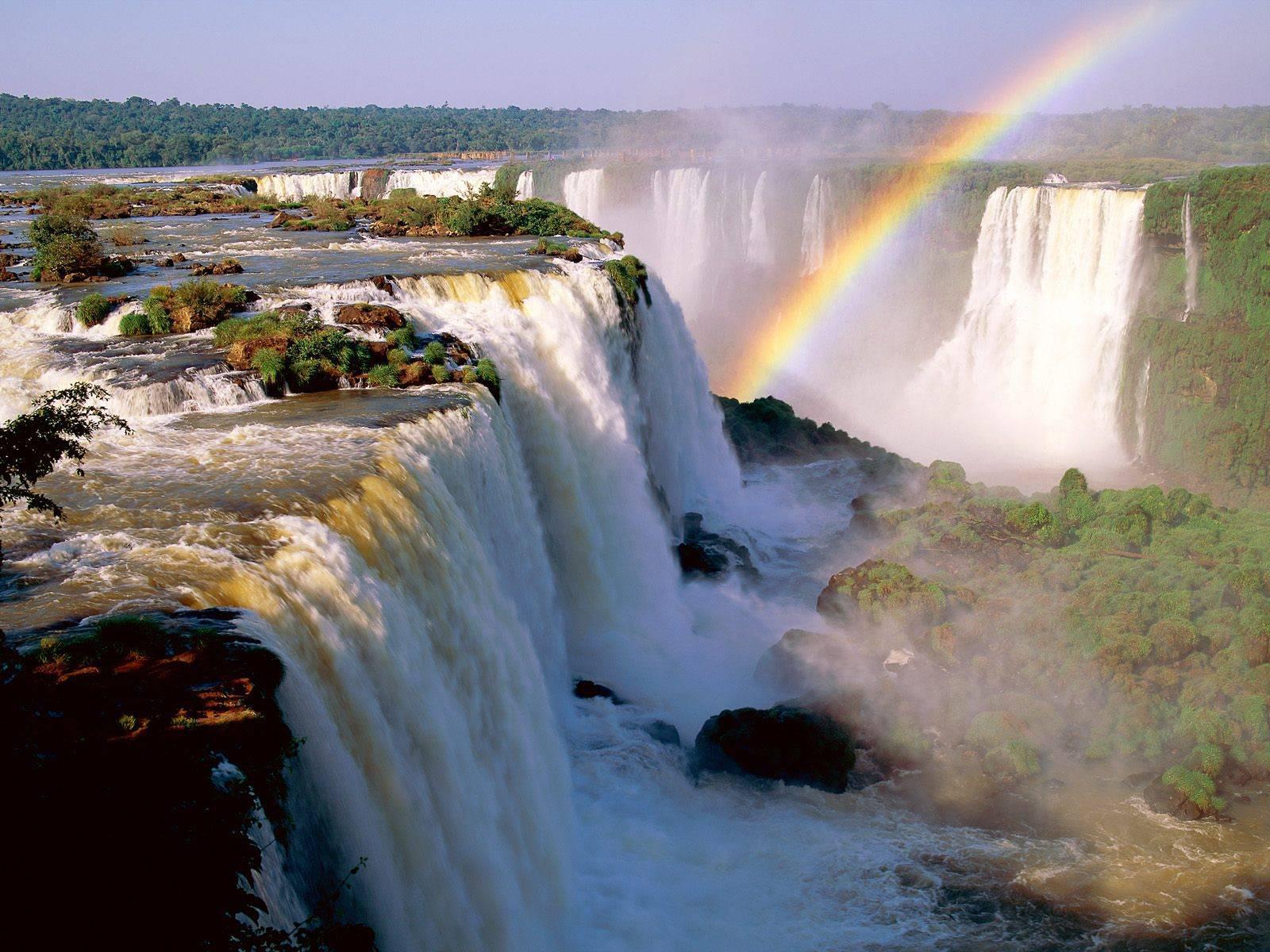 """Invitan a los españoles a """"empaparse de energía"""" en las Cataratas del Iguazú"""