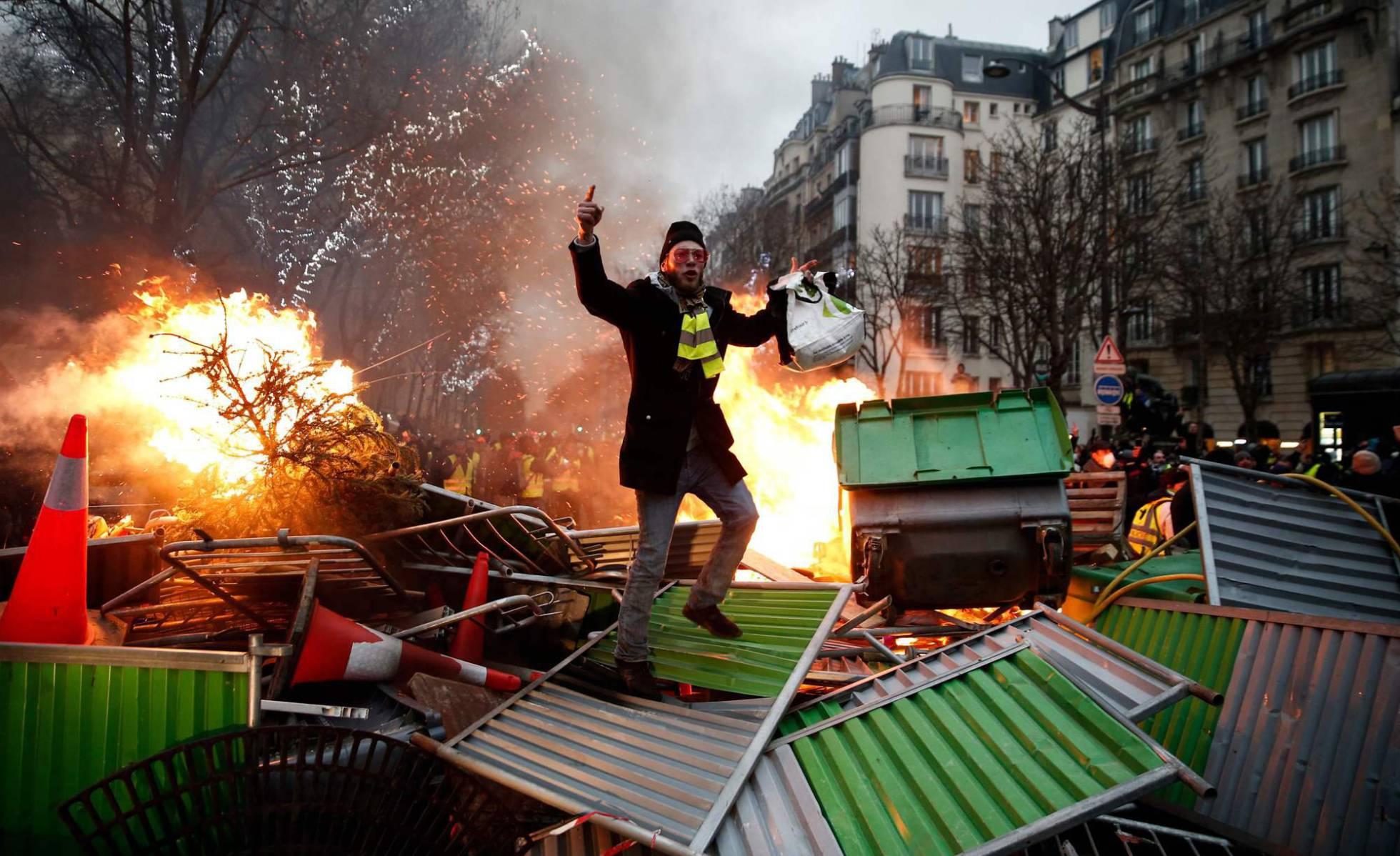 """Los """"chalecos amarillos"""" mantienen su desafío al Gobierno de Macron"""