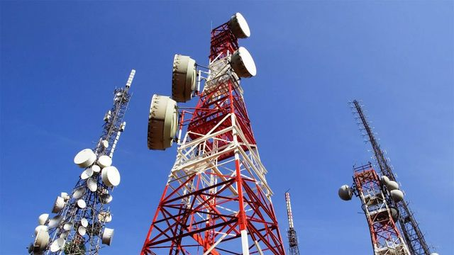 Por la vía del DNU el Gobierno toma el control de las frecuencias de Arsat para dar telefonía móvil