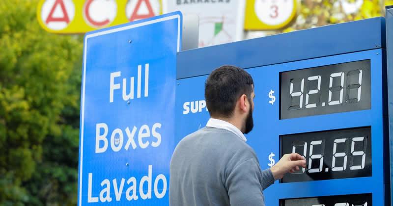 YPF sube entre 13 y 15 centavos el precio de sus naftas por traslado de actualización impositiva