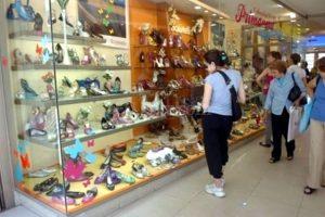 Las ventas de comercios minoristas cayeron 1,1% en febrero