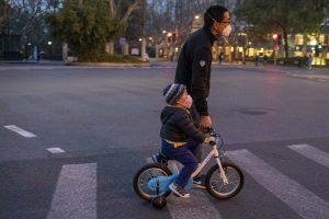 Atenuar el impacto y tomar decisiones difíciles: Primeras enseñanzas de la experiencia de China