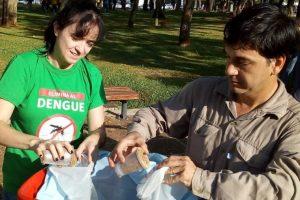 Para combatir al dengue, siguen los intensos rastreos, casa por casa