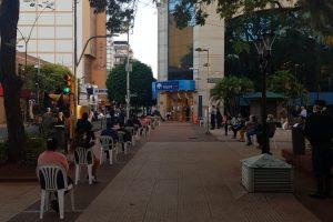 El banco Macro abre martes y miércoles únicamente para jubilados y pensionados