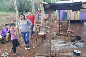 Familias de Colonia Oasis con doble aislamiento: cuarentena y falta de transporte público