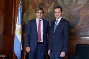 Caputo se reunió con representantes del Banco Mundial