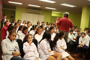 Estudiantes misioneros reflexionaron sobre el Día de la Memoria en un cine/debate