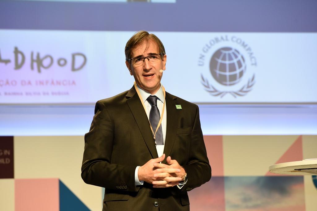 Pedro López Matheu, Director de Relaciones Gubernamentales, Comunicación y Medios de Grupo Telecom, durante su exposición en el Global Child Forum América del Sur