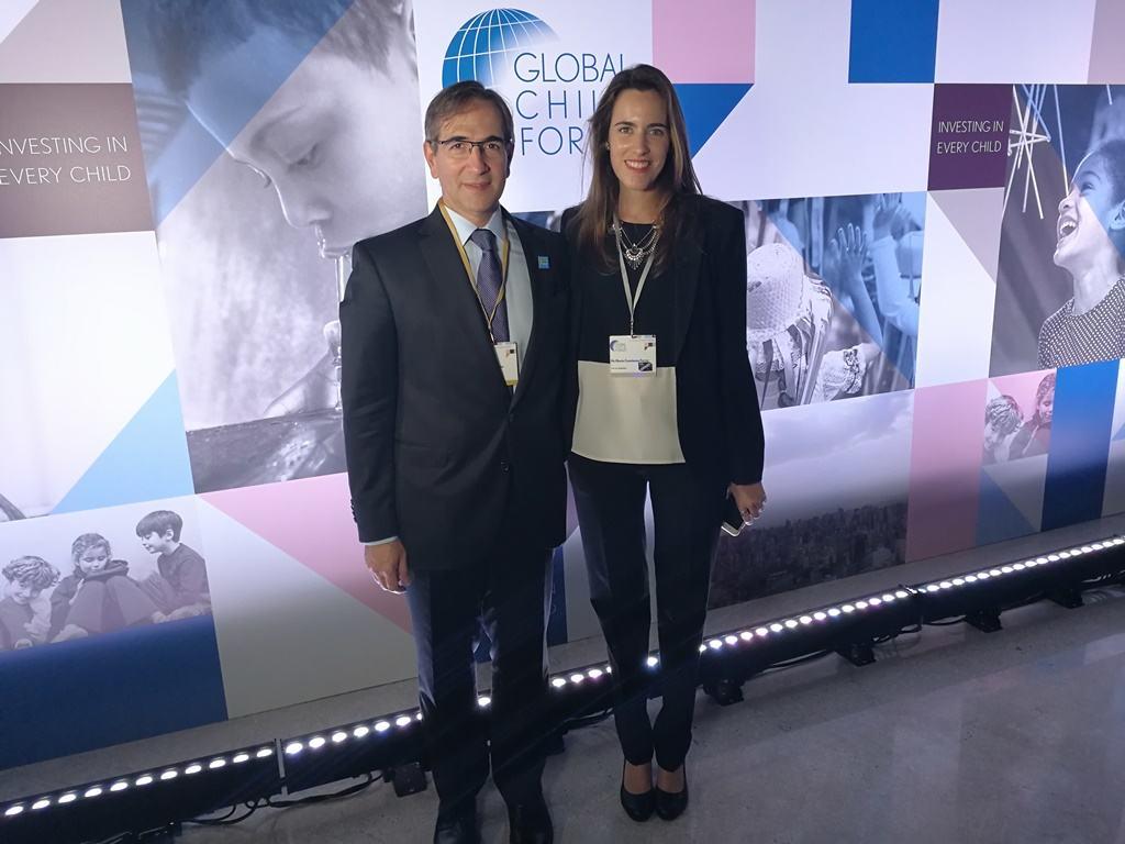 Pedro López Matheu, Director de Relaciones Gubernamentales, Comunicación y Medios de Grupo Telecom, y Ma. Constanza Ferrer, Gerente de RSE de Grupo Telecom, en Global Child Forum en San Pablo, Brasil