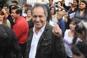 Scioli recorre municipios en Buenos Aires y no descarta anotarse para las elecciones de octubre