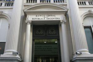 """BCRA consolidará mañana el nuevo escenario de tasas altas y el regreso de la """"bicicleta financiera"""""""