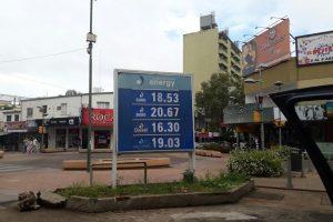 Bajó el precio de la nafta, pero apenas se nota