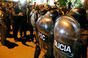 Cuatro heridos en una manifestación que intentó ingresar a la residencia de Alicia Kirchner