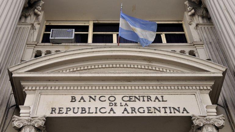 Los bancos cobran más de 200% por financiarse con tarjeta y el Gobierno buscará que bajen esos intereses