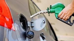 Cuántos litros de nafta se pueden comprar con un salario promedio en Argentina