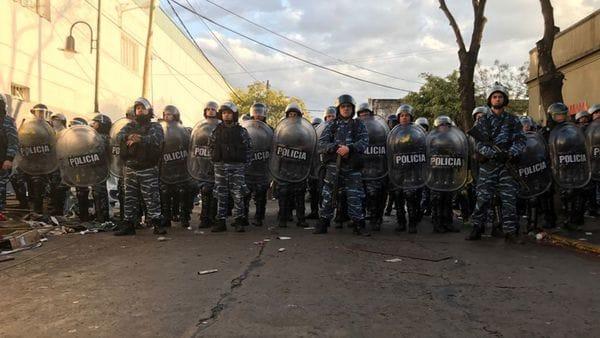 La policía bonaerense reprime a trabajadores para desalojar la planta de Pepsi