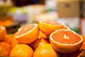 Por la pera y la naranja, los consumidores pagaron más de once veces el valor del producto en el campo