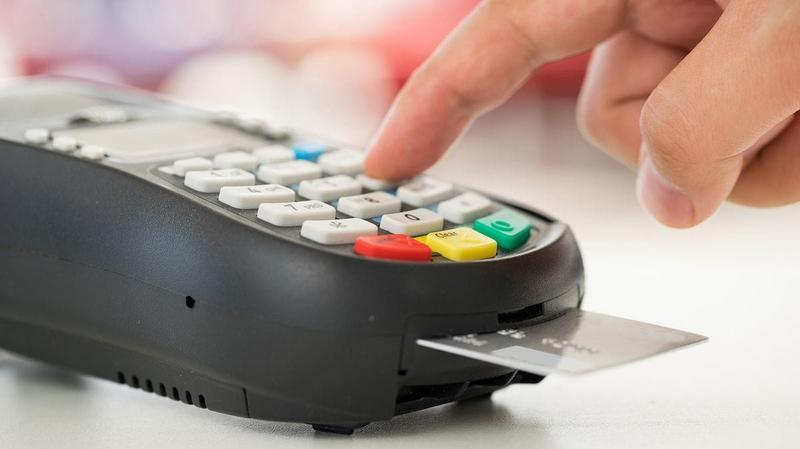 Desde el primero de abril todos los comercios y profesionales deberán aceptar débito