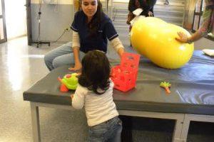 Parque de la Salud: Zamira comenzó a caminar gracias a la adquisición de una prótesis de pierna