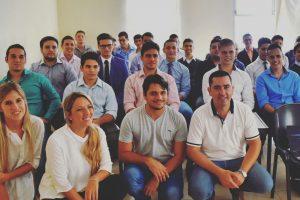 Once  jóvenes pasaron la entrevista laboral para trabajar en Flybondi