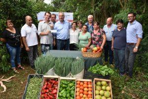 Passalacqua entregó subsidios a la asociación de Feria Francas de Misiones