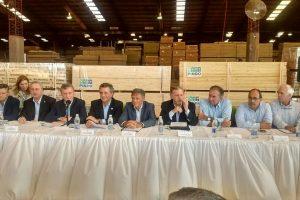 Macri anunció que cuadruplicarán los fondos de la Ley 25.080 para saldar más rápido deuda de $270 millones con forestales misioneros