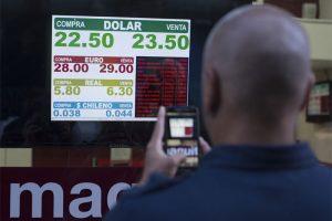 El dólar superó los 23 en la city porteña, pese a que el BCRA intervino con ventas y suba de tasas
