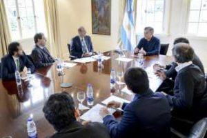 Con el dólar en ebullición, Macri salió a respaldar a Sturzenegger