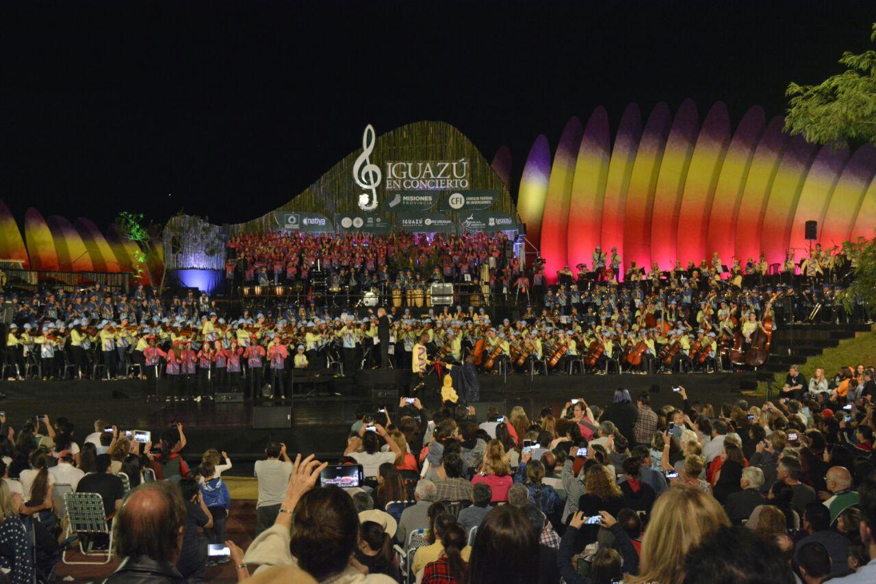 """Las marimbas """"misioneras"""" emocionaron en el cierre de Iguazú en Concierto"""