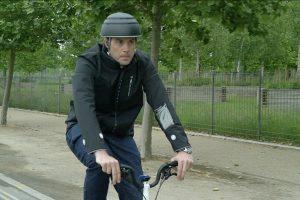 Una idea brillante: Ford diseñó una campera inteligente para los ciclistas
