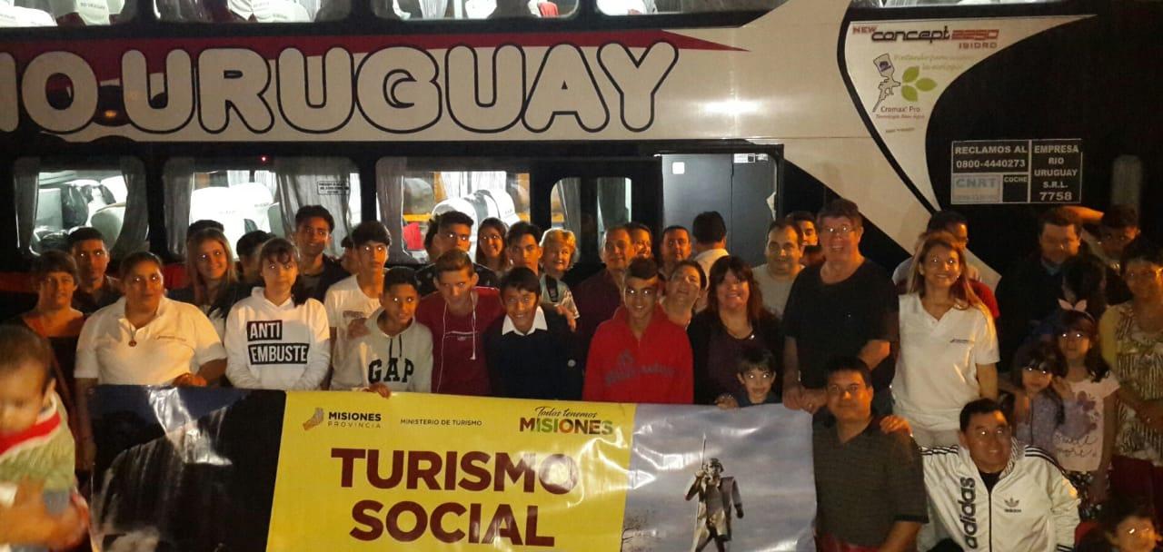 """Ganadores de torneo barrial """"El Turismo es un Derecho"""" viajaron  este domingo a Córdoba"""