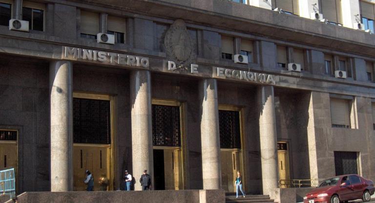 Economía canjeo deuda por $194.000 millones y redujo necesidades previstas para diciembre