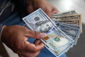 El dólar mantiene el sesgo al alza y el BCRA cortó la racha interventora
