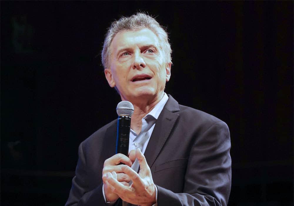 """Encuestas muestran a caída en la """"credibilidad"""" de Macri"""