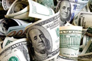 Pese a que el BCRA bajó la tasa, el dólar retrocedió a $36,98 en bancos y cayó 13% en todo el mes