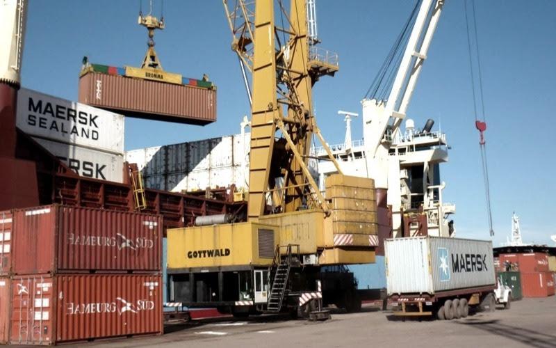 La balanza comercial aun presenta un déficit acumulado anual