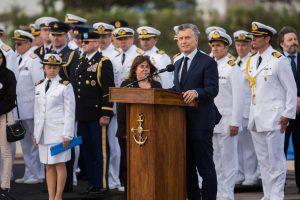 """Macri, en el homenaje a los tripulantes del ARA San Juan: """"Los vamos a seguir buscando"""""""