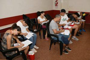 La EBY propicia un curso de plomería de la UOCRApara vecinos del barrio Yohasá