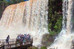 Cerca de 2 millones de turistas se movilizan por el fin de semana largo