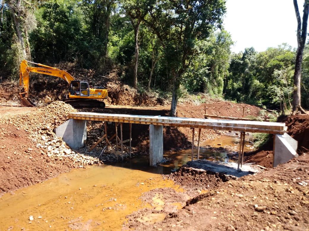 """Nueva pasarela sobre el arroyo """"Pintadito"""" en San Vicente"""