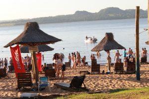 A pleno sol los misioneros disfrutaron de la primera jornada de wakeboard