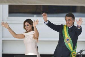 A primeira-dama Michelle Bolsonaro e o presidente Jair Bolsonaro durante cerimônia de transmissão da Faixa Presidencial, no Palácio do Planalto.