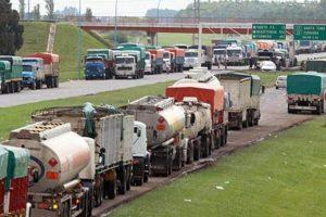 Se acordó un aumento salarial del 23% para los trabajadores del autotransporte de cargas