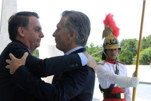 Macri y Bolsonaro firman acuerdo para reactivar represa de Garabí