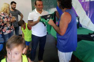 Herrera Ahuad entregó elementos deportivos y cupones del Deporbono al club 1º de Mayo