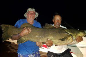 Pescaron (y devolvieron) un monstruoso manguruyú en el río Paraná