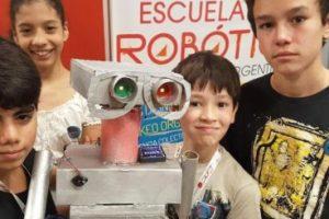 Estudiantes de la Escuela de Robótica competirán en el primer torneo virtual de la historia