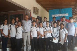 Humberto Schiavoni entregó banderas de ceremonia a escuelas de Jardín América