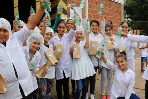 Por el Día Mundial del Agua, alumnos de San Javier visitaron la Planta envasadora de Aguas Misioneras S.E