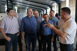 Passalacqua recorrió la fábrica de Casas de Madera Industrializadas en el Parque Industrial de Posadas